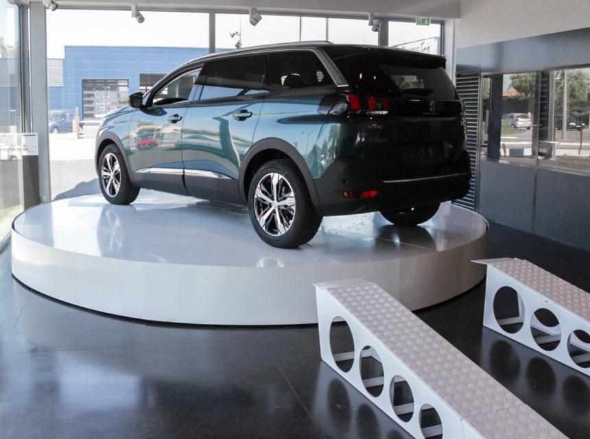 podium tournant voiture mouvements phenix. Black Bedroom Furniture Sets. Home Design Ideas
